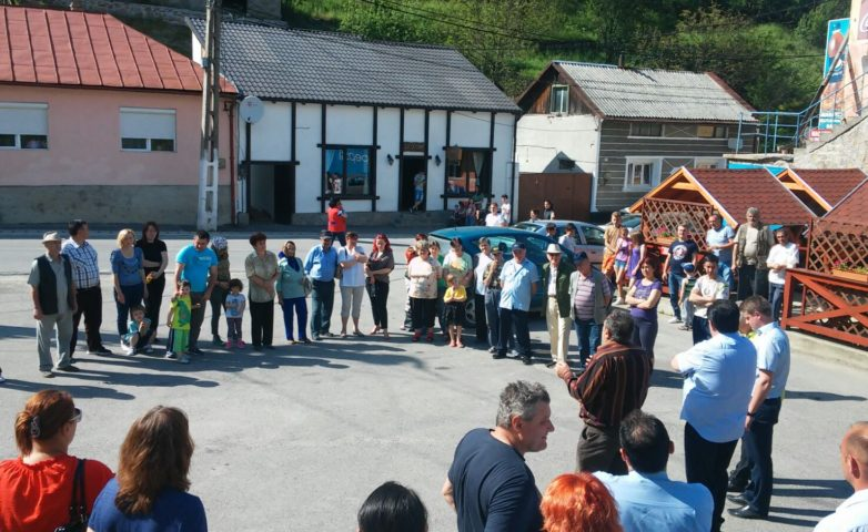 Dezbatere cu alegătorii în centrul comunei Văliug