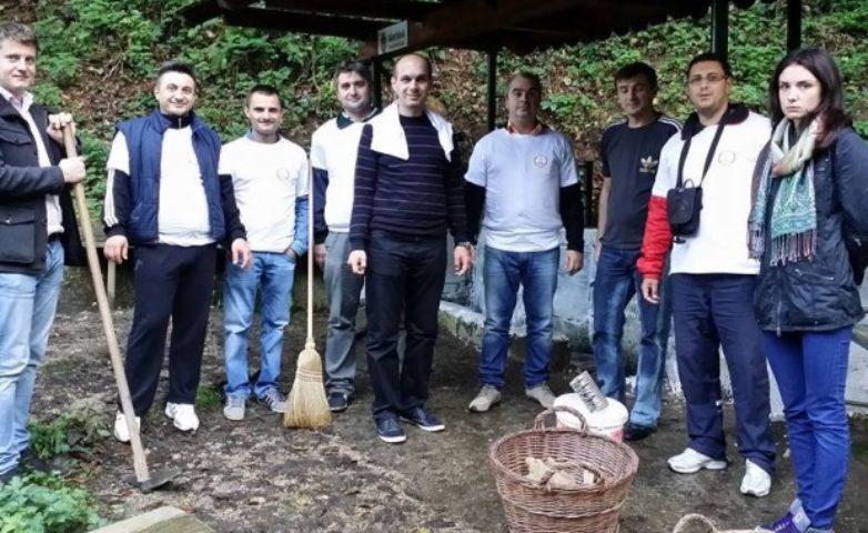 Izvoarele Reșiței, ecologizate de tinerii din PSD