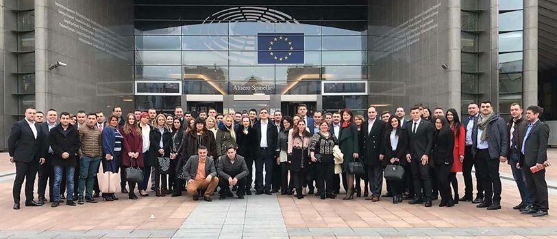 Trei tineri cărășei au discutat despre viitorul Europei, la Bruxelles!